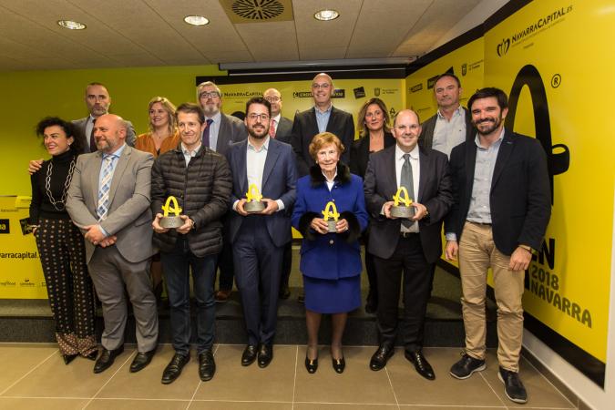 Foto de familia de premiados y patrocinadores